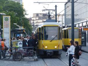 ベルリンの繁華街のひとつ、アレキサンダープラッツ駅前に停車中のKT4D A KT4D at Alexanderplatz.