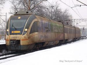 SKMの電車。一部にこのような水色と白の車両があります。