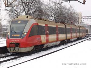 SKMの電車。大半はこのような赤と白のカラーです。