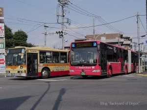 山崎団地センターへ向かう連接バス A Citaro G goes to Yamazaki Danchi Center. A bus in left is conventional bus of Kanagawa Chuo Kotsu.