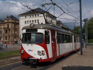 ハイデルベルク市内を走るデュワグGT8(2009年5月、AdenauerPlatz) A Duewag GT8 at AdenauerPlatz.