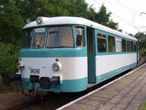 ミュンヘベルク駅に停車中のレールバス / A railbus at Müncheberg. This is replacement service of EMU.
