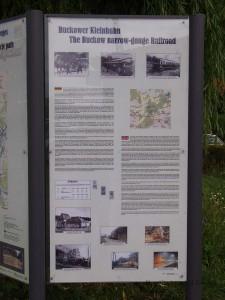 ブッコー小鉄道の歴史を解説した案内板 / Information board of history of Buckower Kleinbahn.