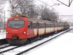 こちらはSKMワルシャワに所属していたEN57更新車(EN57KM)。現在は新型車投入によりSKMの運用からは退いていますが、ポーランド南部のカトヴィツェ周辺のローカル列車を運行するKoleje Śląskie(コレイ・シロンスキ)に移籍しています。[Warszawa Stadion:ワルシャワ・スタディオン] / A modernized EN57(EN57KM) of SKM Warszawa. Today, all EN57s were withdrawn from SKM Warszawa service.[Warszawa Stadion]