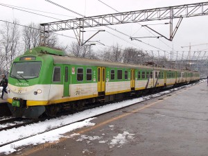 """こちらはKM所属のEN71更新車で、「EN71KM」という形式になっています。この車両はインバータ制御化はされていませんでした。[Warszawa Stadion:ワルシャワ・スタディオン] / A modernized EN71(called""""EN71KM"""") of SKM Warszawa. Today, all EN57s were withdrawn from SKM Warszawa service.[Warszawa Stadion]"""