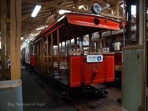 20090926_175104プラハ市バス(チェコ・プラハ_公共交通博物館)_small