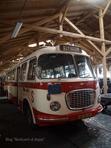 20090926_175648プラハ市バス(チェコ・プラハ_公共交通博物館)_small