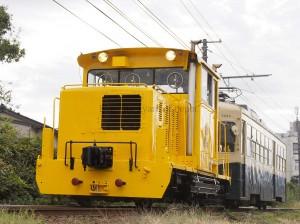 DL-12に牽引されるデ7000型。