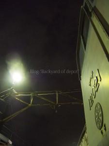 水銀灯に照らされるデキ120021。
