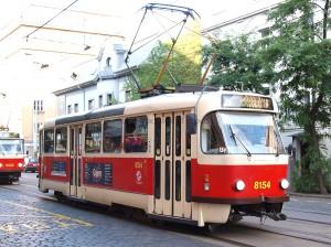大型行き先表示装置を設置したタトラT3。Dělnickáにて / A Tatra T3 with destination indicator at Dělnická.