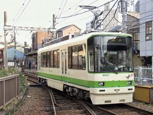 三ノ輪橋を発車する8500型