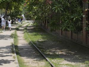 駁二蓬萊電停付近になるはずの臨港線廃線跡 / Former port railway track. Conversion to LRT track is planned.
