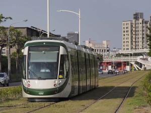 凱旋中華電停に進入する電車 / A tram arrives to Kaisyuan Jhonghua