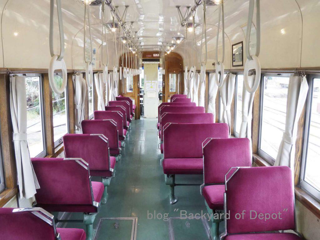 ポルトガル時代の面影が残る910号の車内 / Interior of ex-Lisbon tram.