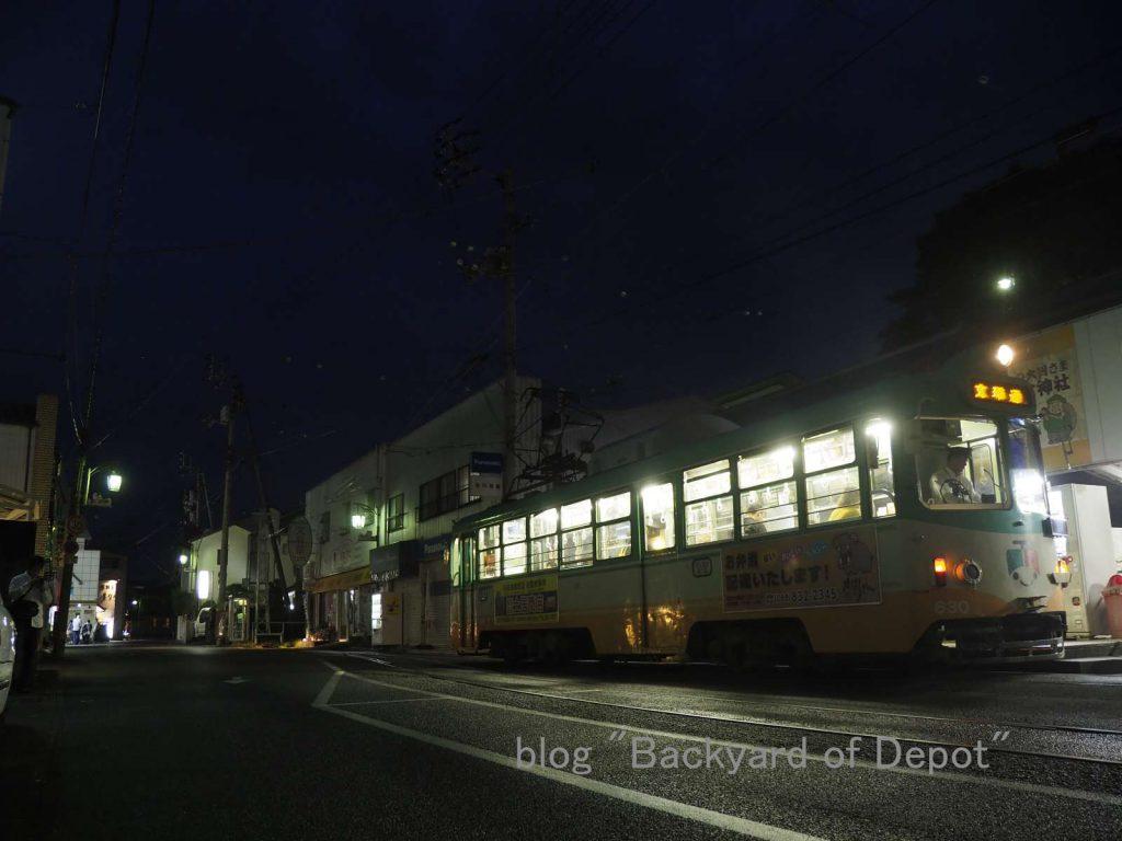 伊野で発車待ちする新塗装の600形 / A type 600 with new livery waits departure. Taken at Ino terminal.