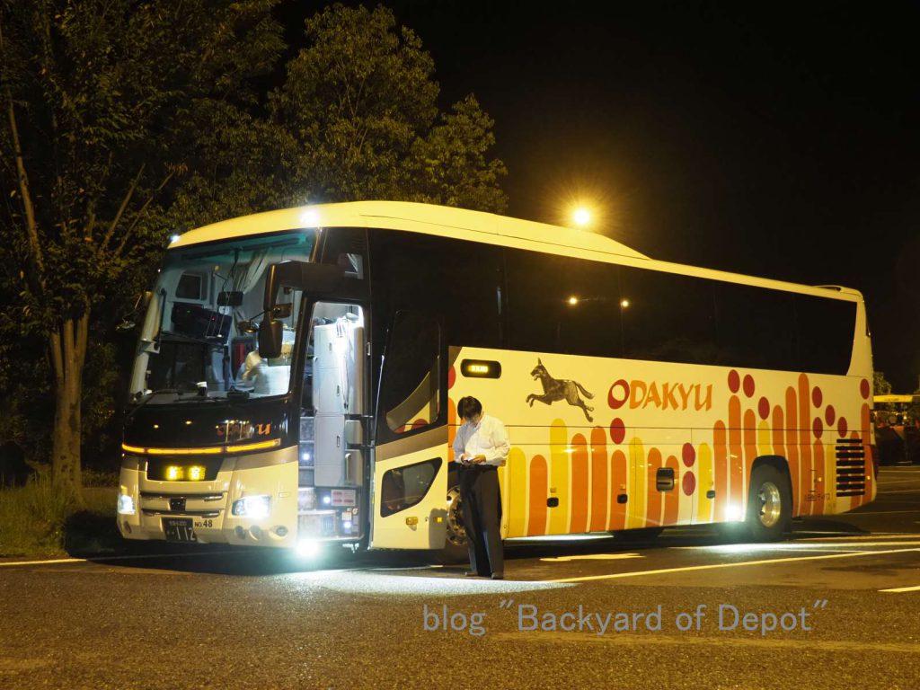 高知発新宿行 小田急シティバス・ブルーメッツ。吉野川サービスエリアにて / Return to Tokyo! A Odakyu bus from Kōchi to Tokyo. Taken at Yoshinogawa Service Area on Tokushima Expressway.